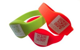 how to use qr codes: wristband